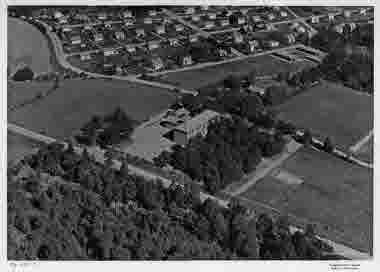Flygbild över Funkaboskolan, Berga