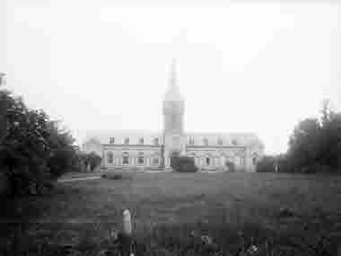Borgholms kyrka från torget
