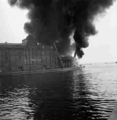 Branden i Bruuns magasin på Vedgårdsholmen. 13/5 1962