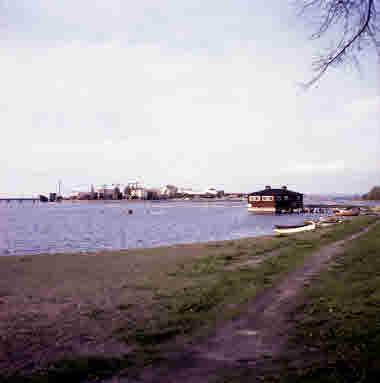 Kattrumpan klapphuset 1961. I bakgrunden Varvsholmen