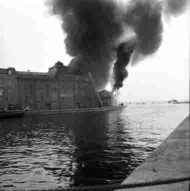 Branden i Bruuns magasin på Vedgårdsholmen. 14/5 1962
