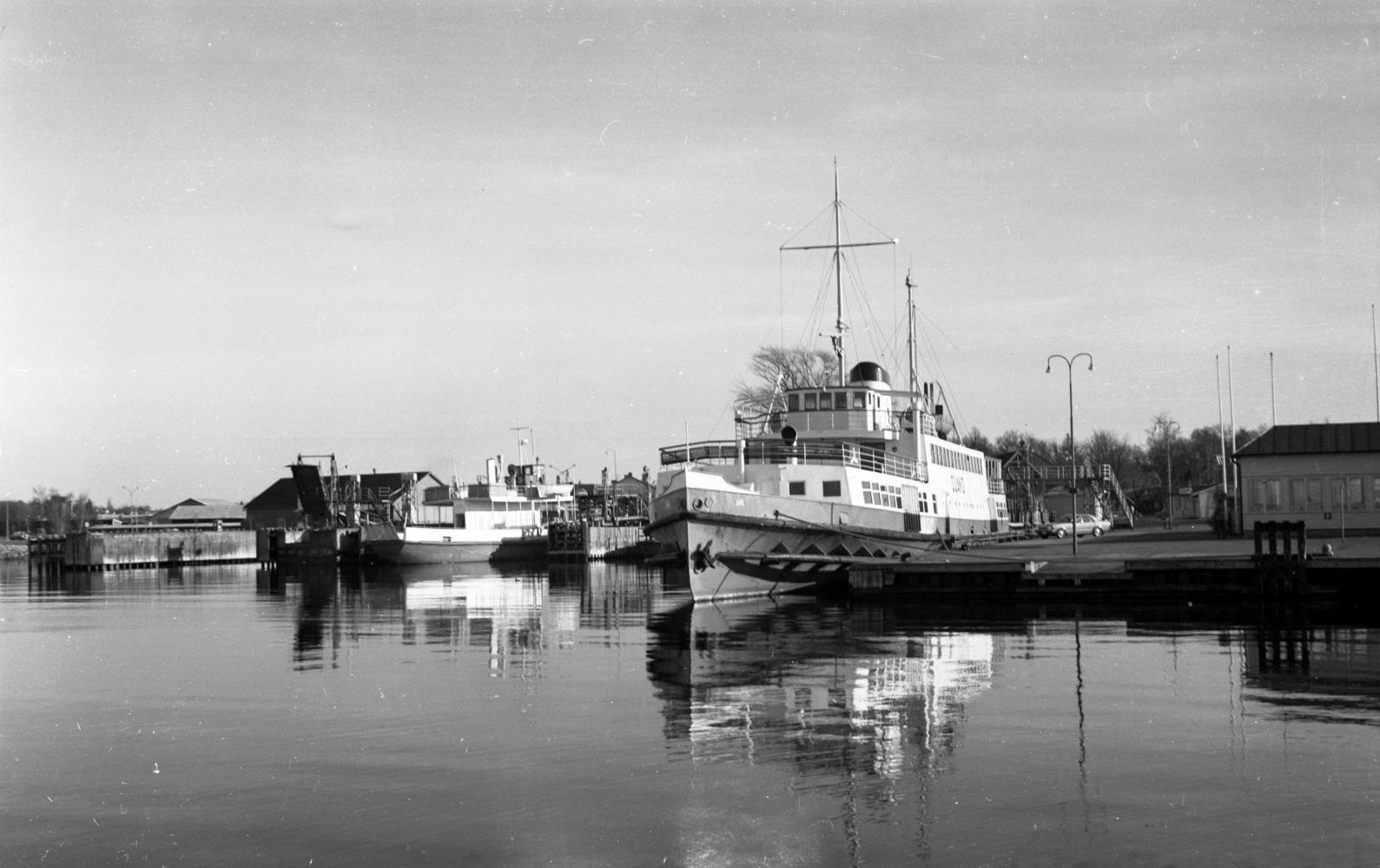 Färjestadens hamn 1973. Jarl och Borgholm