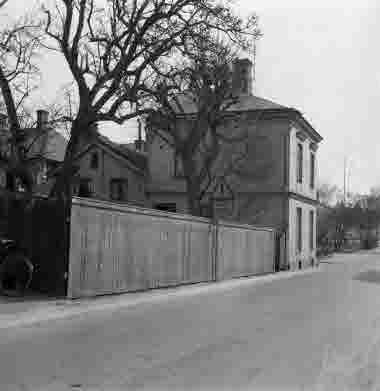 Nybrogatan Strandgatan Skohandlare Karlbergs 19/4 1964