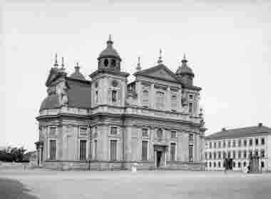 Domkyrkan, Storskolan, brunnen på Stortorget