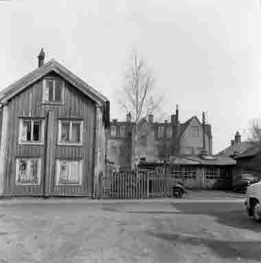 Nybrogatan 18. Karlbergs bilverkstad 25/4 1964
