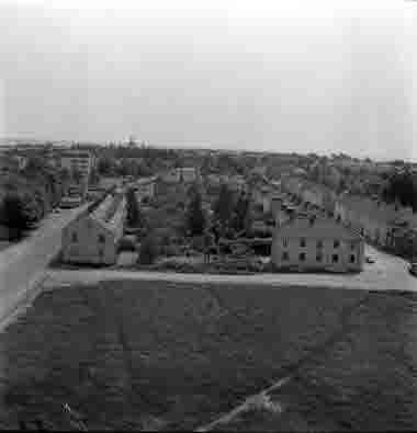 Utsikt från nya sjöbefälsskolan mot slottet. Kvarteret mellan Stagneliusgatan och Tegnérgatan. 18/6 1962.