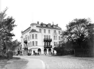 Larmgatan från hamnen, Floras kulle, Odd Fellowshuset, Turisthotellet
