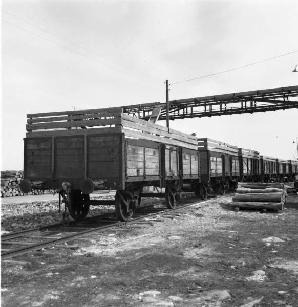 Bergkvara station. Normalspåriga järnvägsvagnar 1958